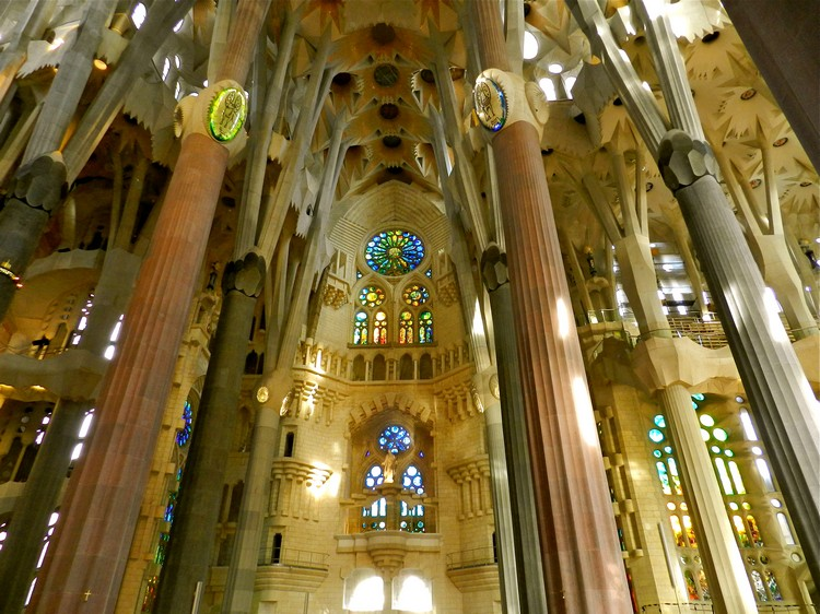 10 unbelievable architecture ideas you must see - Sagrada família Gaudi Architect