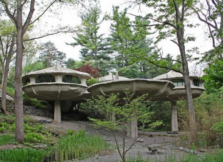 10 unbelievable architecture ideas you must see2_most-amazing-and-unbelievable-building-designs-mushroom-house-1adt.com-